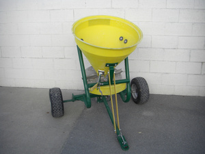 Fertiliser Spreader - Towable